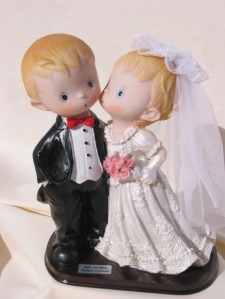 """Asociación No Más Violencia de Género """"José Antonio Burriel"""" juego-pareja-de-novios """"En señal de mi amor , recibe esta alianza y…Todas mis contraseñas"""""""