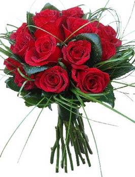 20100308182840-ramo-rosas-rojas-9